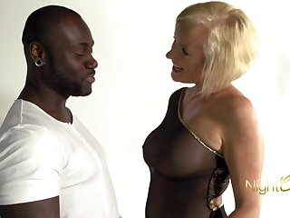 German Blonde MILF vs BBC, notgeile Milf mit dicken Titten wird vom