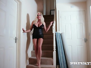 Babes Private.com - Hot Older Lady Michelle Thorne Gets Ass Fucked