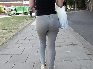 Pussy Phat juicy ass cheeks eatin up thin vpl leggings