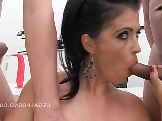Showers Montse Swinger gangbanged & pissed