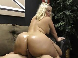 Big Butts Fat Ass Julie Cash Gives Slave Butt Job with Cum
